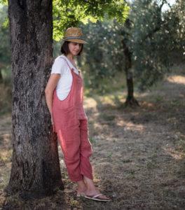 Silvia nella campagna toscana in provincia di firenze, nel giardino con piscina delgi appartamenti per turisti che affitta.